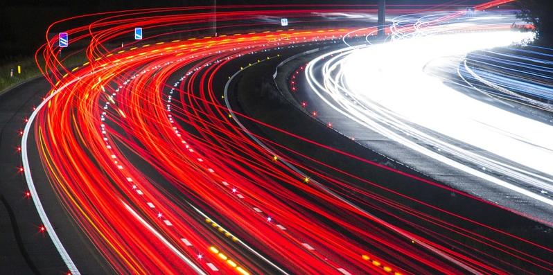 Datenübertragungen in Lichtgeschwindigkeit